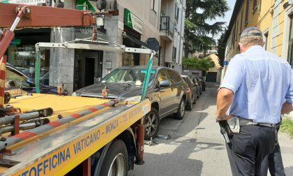 Monza, in sosta nella Ztl senza autorizzazione: raffica di multe e un'auto rimossa