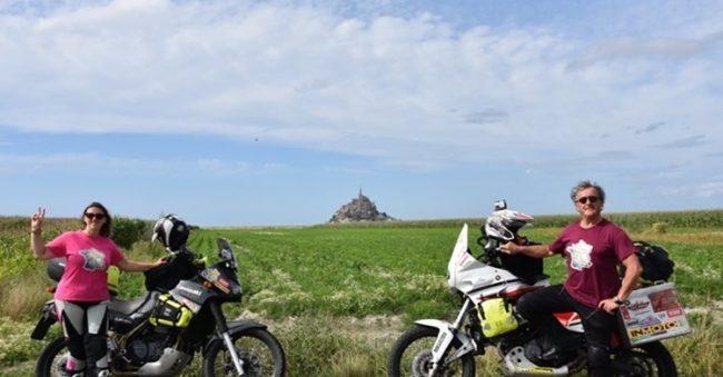 Floriana Elli, postina dell'Aido in sella alla sua moto