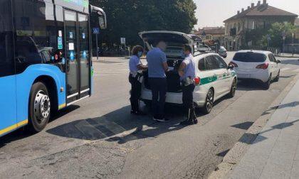 Tassisti abusivi sorpresi dalla Polizia locale: scatta la maxi sanzione