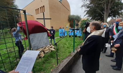 Benedette a Santa Gemma la croce e la lapide per le vittime del Covid