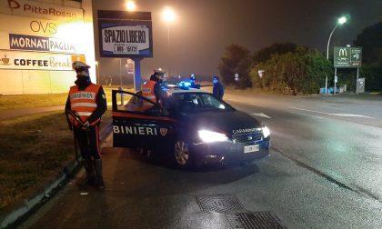 Prima serata di coprifuoco, Carabinieri impegnati nei controlli FOTO