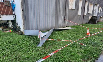 Maltempo, crolla una copertura nelle case comunali FOTO