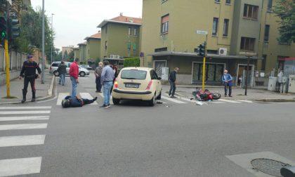 Motociclista travolto in via Cavallotti