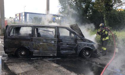 Tenta il suicidio facendosi esplodere nel furgone – FOTO
