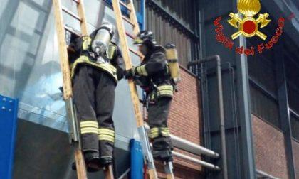 Fiamme in un silos dell'acciaieria di Ceriano: intervengono i pompieri