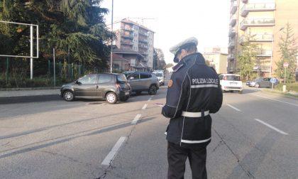 Schianto tra auto e moto: 29enne in ospedale – FOTO