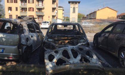 Agrate shock, tre auto in fiamme e una vandalizzata FOTO