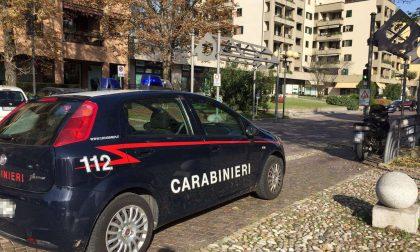 Scatta l'allarme rapina in banca: arrivano i Carabinieri