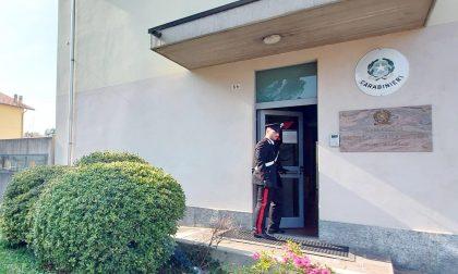 Tenta di sfondare la porta di casa, 40enne arrestato per stalking