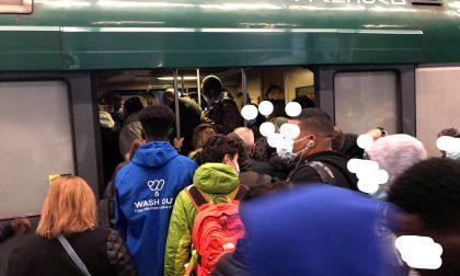 Troppa gente sui treni: pendolari esasperati
