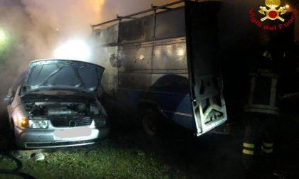 Notte di paura a Briosco: un furgone e due auto a fuoco FOTO