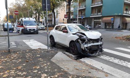 Scontro tra due auto: paura per una bambina di 7 anni