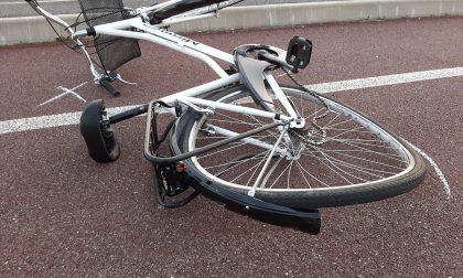 Tampona una bicicletta: ciclista 20enne finisce al Niguarda