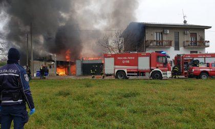 Incendio Cascina Bertagna a Caponago: ambulanza e Vigili del fuoco sul posto FOTO VIDEO