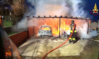 Incendio di due auto nel box, pompieri a Ceriano Laghetto FOTO