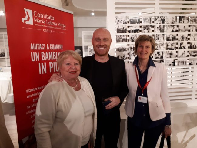 Meda, Lella Martinoli e Rosanna Arnaboldi con Rudy Zerbi a un evento del Maria Letizia Verga