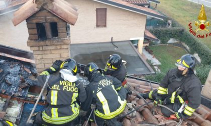 Incendio tetto, Vigili del Fuoco in azione a Misinto