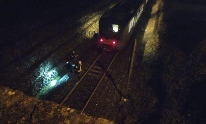 Tragedia sui binari: donna travolta da un treno
