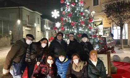 """Gli """"Amici di Silvia"""" ringraziano Bellusco con un albero di Natale"""