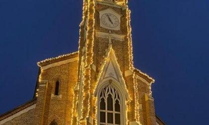 La chiesa illuminata da un benefattore