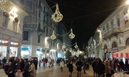 Ultimo giorno per fare i regali di Natale: da domani scatta la zona rossa CHI RIMANE APERTO
