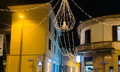 Le luminarie accendono il Natale nelle vie di tutta la città