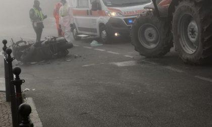 Scontro tra un trattore e una moto a Triuggio: 61enne finisce al Niguarda