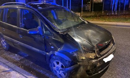 Monza: due persone soccorse su un'auto in sosta incidentata FOTO