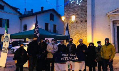 Fratelli d'Italia in piazza a sostegno di commercianti e artigiani