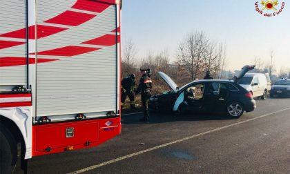 Scontro tra auto e camion a Cornate, paura per una 53enne