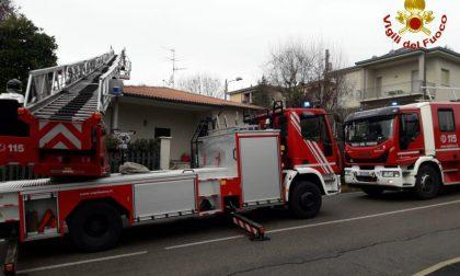 Incendio a Montesiro, arrivano i pompieri