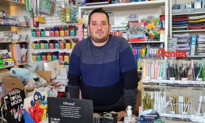 """Arcore, un """"quaderno sospeso"""" in cartoleria per le famiglie in difficoltà"""