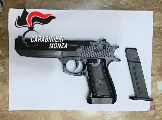 La pistola sequestrata al 46enne di Verano Brianza