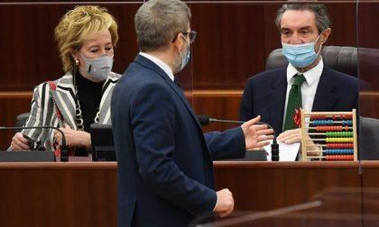 """Lombardia zona rossa, donato un pallottoliere a Fontana. Straniero: """"Vogliamo i numeri"""""""