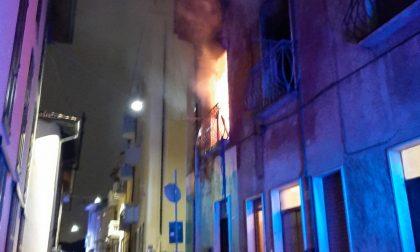 Incendio in via Garibaldi, a fuoco un'abitazione