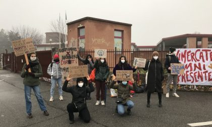 Scuole superiori chiuse, la protesta dell'Omnicomprensivo
