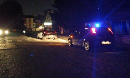 Strada al buio, 85enne investita da un'auto