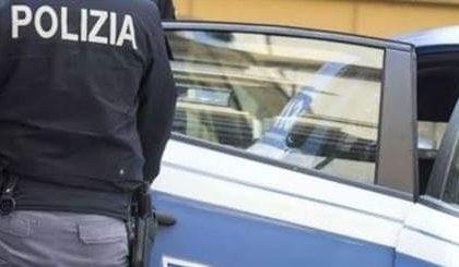 Litiga con la fidanzata per un tradimento, arriva la Polizia e lo ferma per spaccio