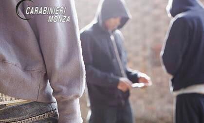 Minorenne scappa dai Servizi sociali per spacciare: arrestato dai Carabinieri