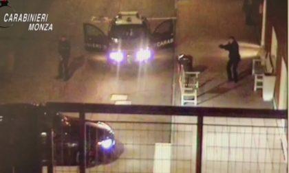 Lo spettacolare video dell'arresto dell'uomo armato di machete