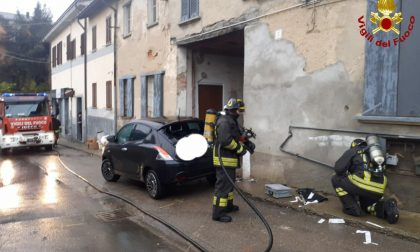 Evade dai domiciliari, ruba un'auto, va a sbattere contro un muro e provoca una fuga di gas