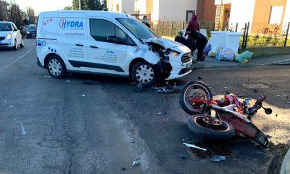 Correzzana: schianto tra una moto e un furgone, giovane centauro in ospedale