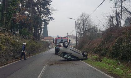 Giussano: auto si ribalta, soccorsa una 67enne
