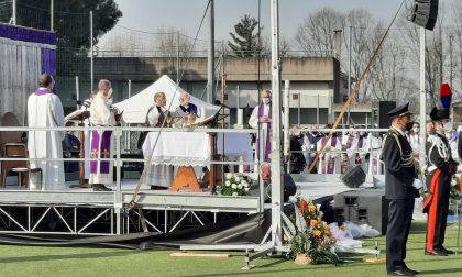 """Delpini ai funerali di Attanasio """"La tua partenza non diventerà un'assenza"""""""