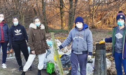 Il gruppo adolescenti dell'oratorio Sacro Cuore ripulisce Arcore dalla monnezza