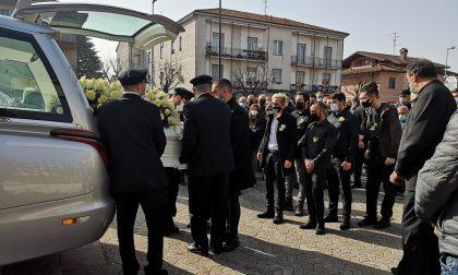 Ciao Antonino, l'ultimo saluto tra lacrime, rose e palloncini bianchi