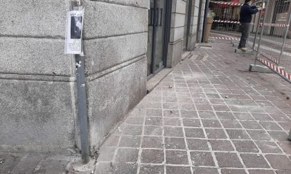 Pezzi di intonaco si staccano dalla facciata di un palazzo: intervengono i Vigili del fuoco