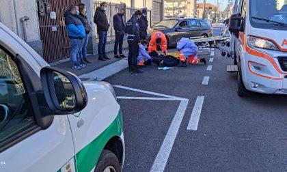 Cade dalla bici, 89enne finisce in ospedale
