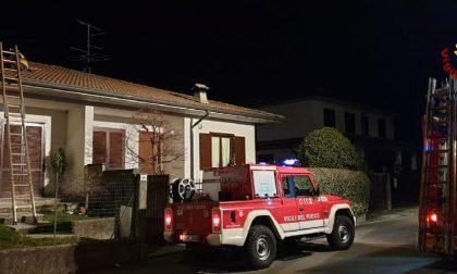 Pompieri a Lazzate per un incendio sul tetto