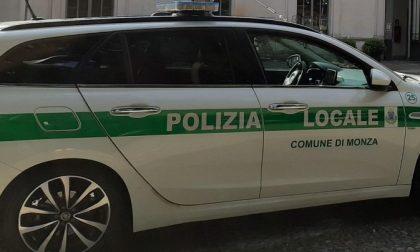 Tenta di rubare due bici: inseguito e catturato dalla Polizia locale